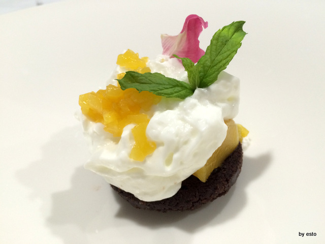 Giulio Coppola biscotto brownies con percoca e mousse di yogurt