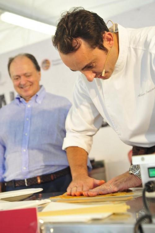Il Direttore Enzo-Vizzari colto in un momento di confidenza con lo chef Alberto Faccani