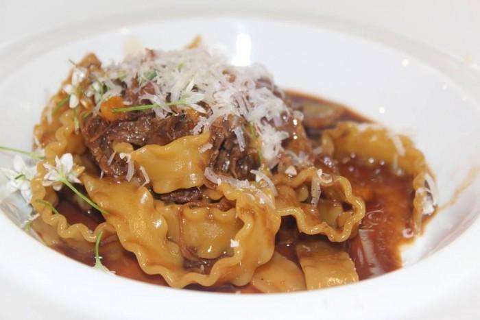 Indovina chi viene a cena, Mafaldine di Gragnano, anatra confit, noci di macadamia, albicocche secche, rucola