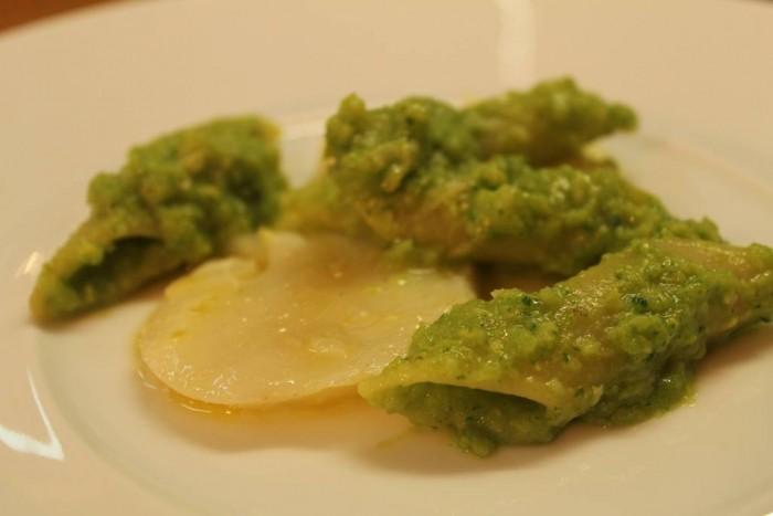 Indovina chi viene a cena, Penne a candela con broccoli, stoccafisso, limene e menta