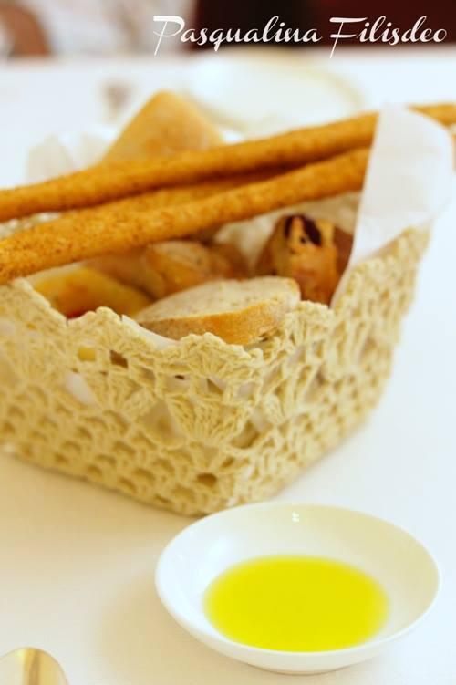 La Madia, il cestino di pane e l'olio