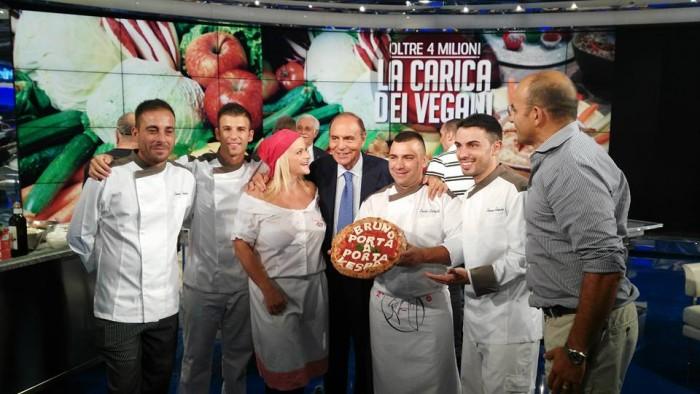 La pizza napoletana da Bruno Vespa: Teresa Iorio, Davide Civitiello e Franco Manna