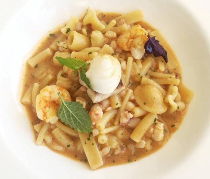 Mammà, minestra di pasta mista con crostacei e pesci di scoglio