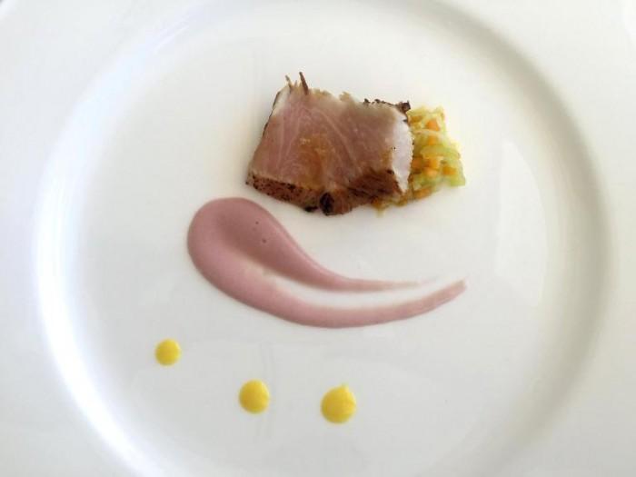 Mammà, pancetta di ricciola marinata alla salsa di soia, zuppetta di porro e crema di patate viola con sedano rapa