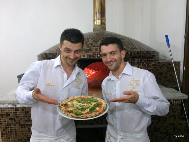 Marco-ed-Emanuele-Marigliano-Pizzeria-Salvatore-a-Parete