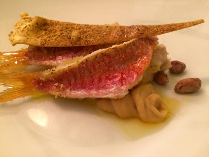 Osteria del Taglio, triglia agli agrumi, purea di ceci e cialda ai pistacchi salati