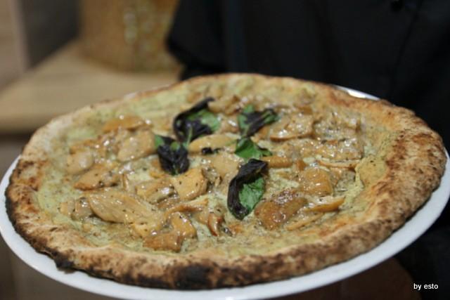 Paradise. Salvatore Lioniello la pizza integrale con funghi
