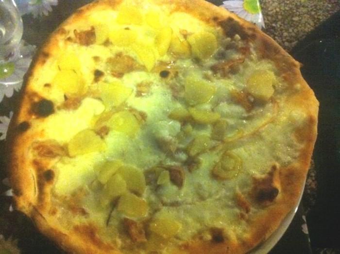 Pizzeria Belvedere, pizza patate al forno e pancetta