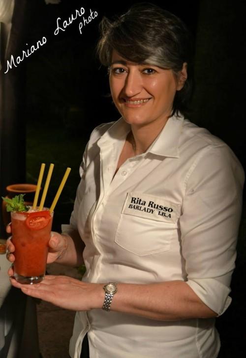 Rita Russo con il suo cocktail