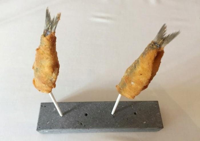 Taverna Estia, alici fritte, buccia di arancia e basilico