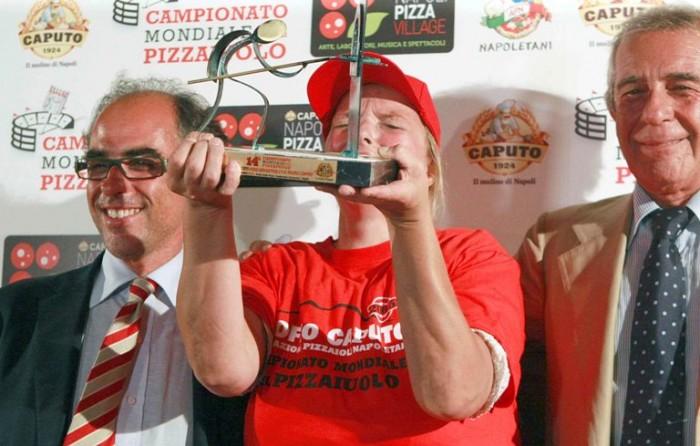 Teresa Iorio - vincitrice XIV Trofeo Caputo -  premiata da Antimo e Carmine Caputo - foto di Stefano Renna