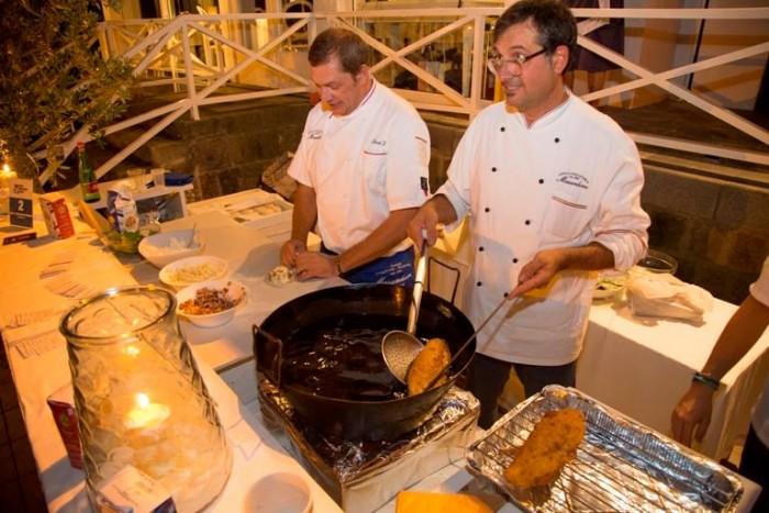 Wine & Food Safari, Enzo e Cristiano Piccirillo i Maestri della Masardona la pizza fritta più famosa a Napoli