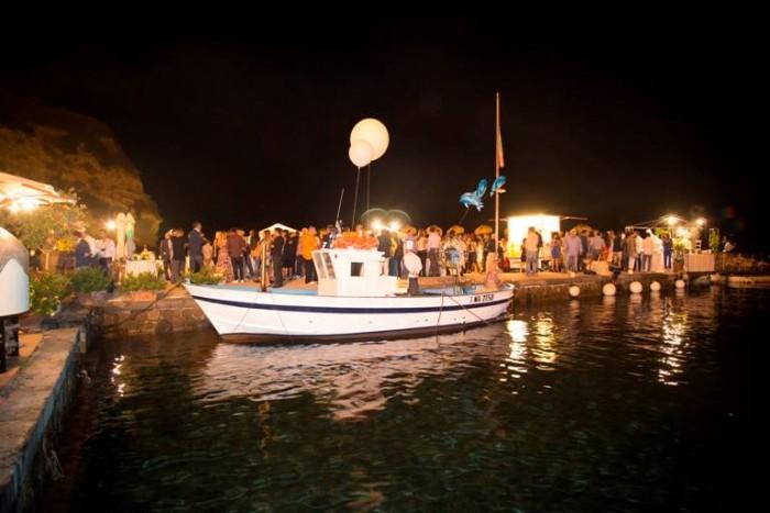 Wine & Food Safari, dal mare la darsena del Regina Isabella, il pubblico e le postazioni gastronomiche