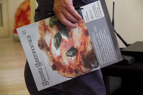 Vico Equense 10 luglio 2011. 'a pizza organizzata da Stefano Bonilli e Maurizio Cortese dopo Festa a Vico per Gazzetta gastronomica