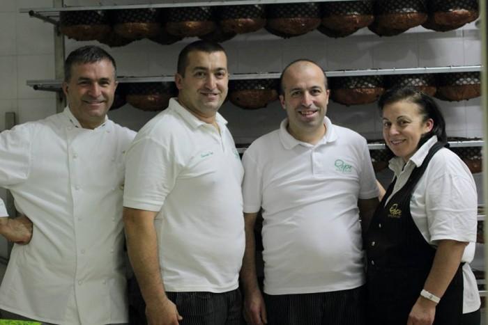 Alfonso Pepe con lo staff