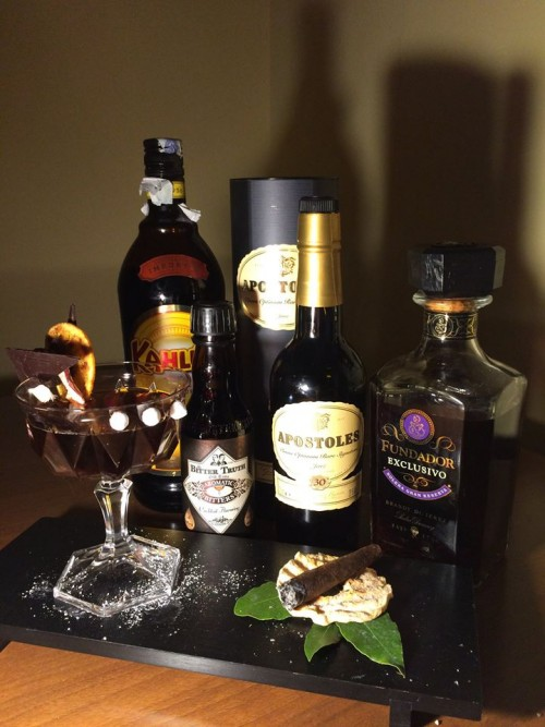 Aromatic Bitter Truth old time, postoles palo cortado Gonzales Byass, brandy spagnolo Fundador solera exclusivo reserva e sigaro toscano al caffè