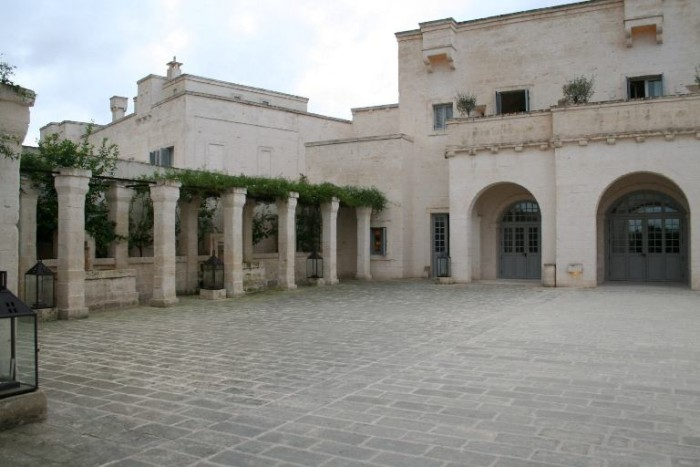 Borgo Eganzia, la corte