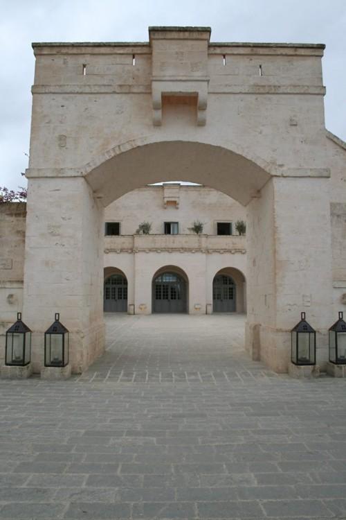 Borgo Egnazia, ingresso
