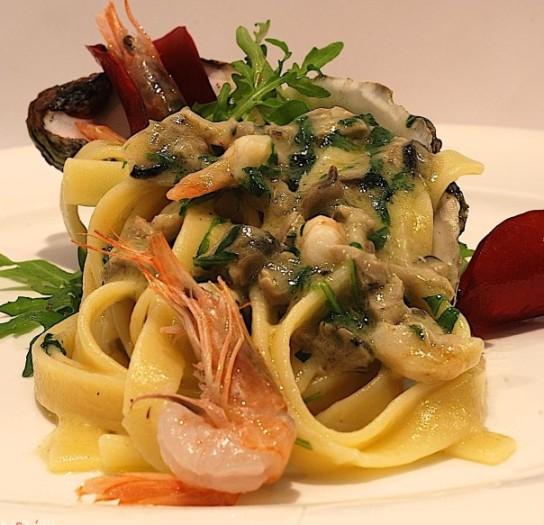 Paolo Gramaglia: fettuccine Rummo con ostriche, gamberi e rucola, cicorietta e zeste di limone