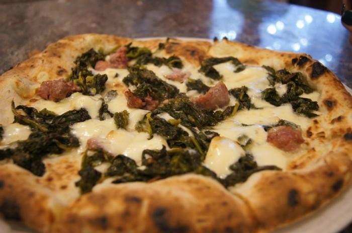 Il Peperoncino Caserta. Bianca con salsiccia di suino  razza casertana e broccoli aprilatici di Paternopoli