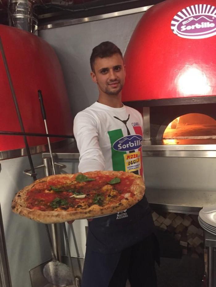 La pizza marinara a ruota di carro di Sorbillo