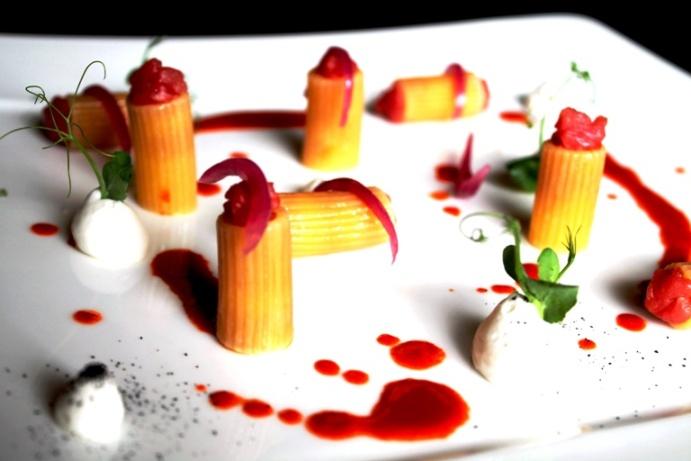 Mezzi rigatoni Rummo con battuto di marchigiana sannita, cipolle alifane, carote e cremoso al Pecorino Laticauda