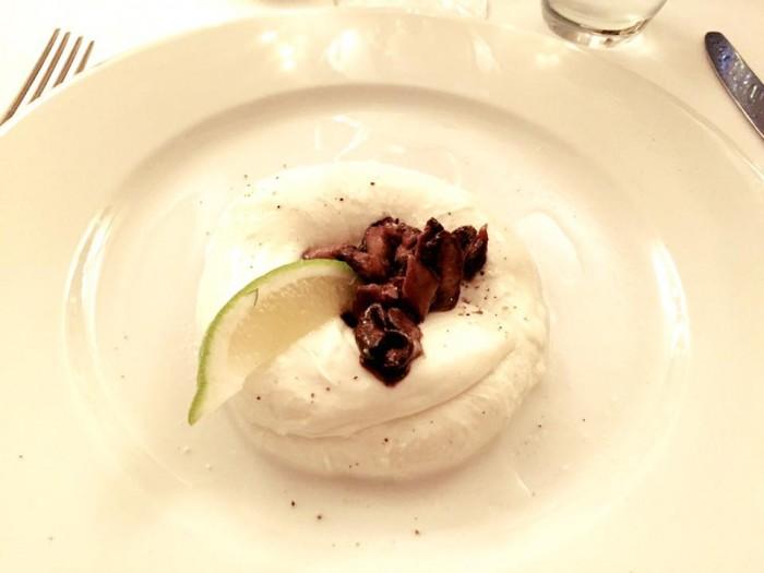 Mozzarella, funghi porcini, pepe e lime