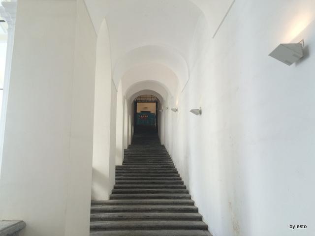 Napoli Il complesso monumentale di San Domenico Maggiore. La scala