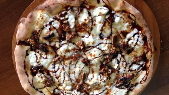 Pizza con il torroncino (foto Ottopagine)