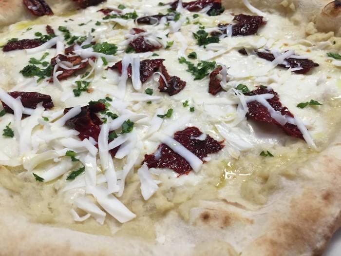 Pizza e Maccarun, pizza al baccalà e ai cruschi