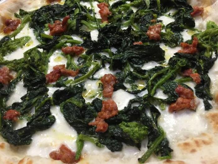 Pizza e maccarun, salsicce e broccoli