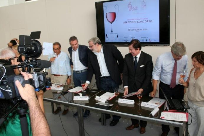 Presentazione del IV Concorso enologico nazionale dei vini rosati d'Italia con l'Assessore Leonardo Di Gioia, il Governatore pugliese Michele Emiliano e la Dott.ssa Rosa Fiore