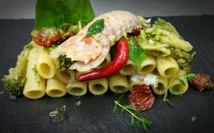 Cristian D'Elia: rigatoni Rummo con broccoli di rapa, cannocchie di Acciaroli e pomodorini ciliegini  essiccati