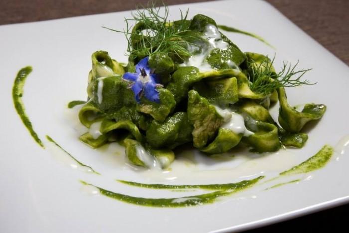 Raffaele D'Addio: tagliatelle Rummo con crema di cicorietta selvatica, pancetta, finocchietto e salsa al formaggio