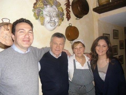 Taverna Mari a Grottaferarta: Fabrizio, papà Enzo, la signora Iole e Federica