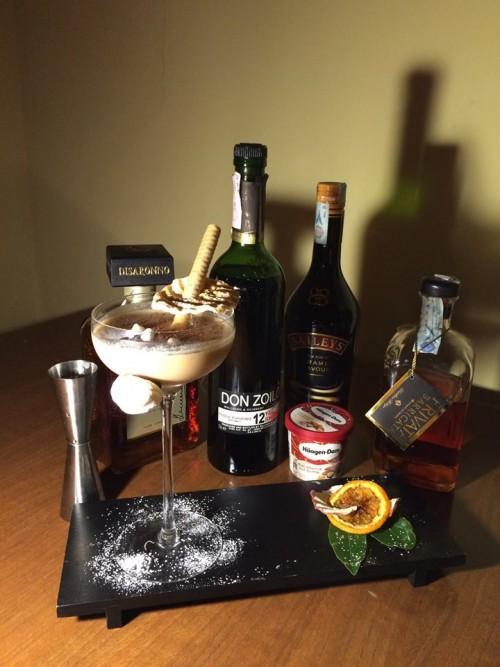 grappa Bottega barrique riserva,  gelato alla noce di Macadamia Haagen-Dazs,  Baileys caramel flavour e Disaronno