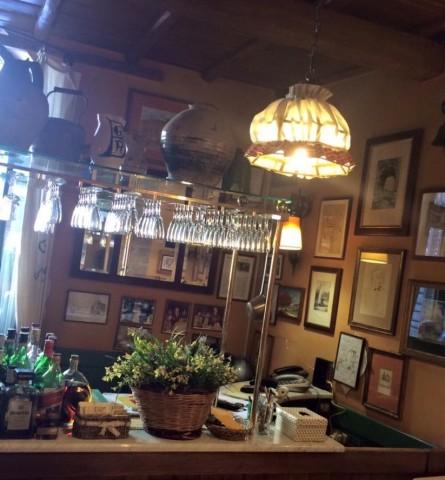 Taverna degli Amici, il grande banco all'ingresso