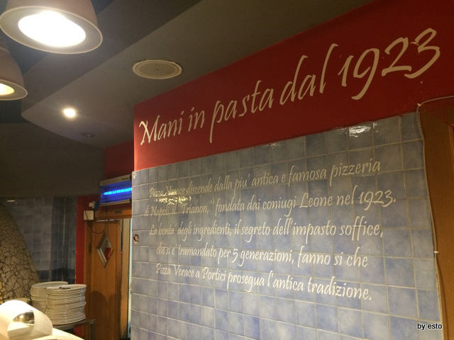 Pizzeria Verace . La sala e le scritte