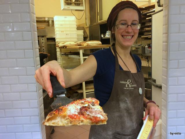 Prelibato panificio con cucina. Pizza amatriciana