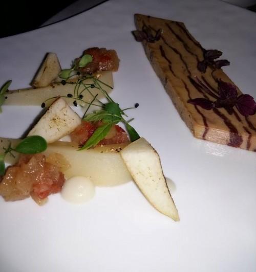 Castel Monastero, terrina di foie gras arrosto e petto d'oca affumicato con pere
