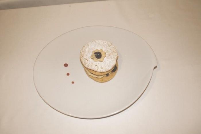 Da Ciccio, millefoglie  con crema chantilly, ciliege d'amarena e gocce di cioccolato