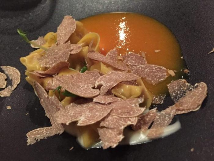 Heinz Beck, tortellini al brasato con crema di Taleggio, distillato di zucca e tartufo bianco