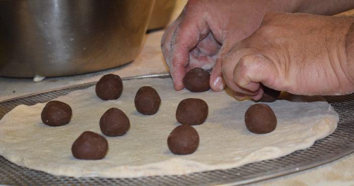 I bon bon di cioccolato in fase di preparazione