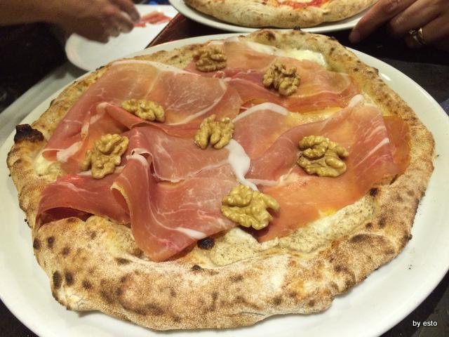 Hungry People Mimmo Molaro Salvatore Esposito. Pizza Noci di Sorrento e San Daniele