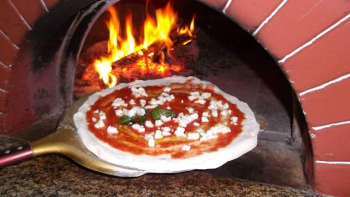 La Pietra Azzurra, pizza da infornare