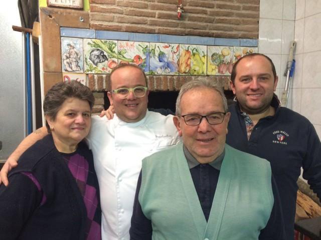 La  pizzeria  nuova  di Pasqualino Rossi. I Rossi's