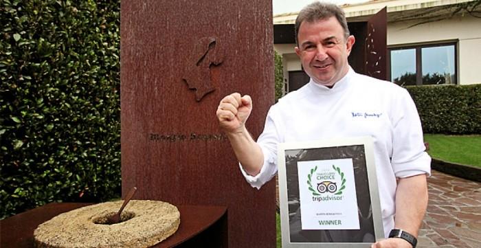 Martin Berasategui con il premio di Tripadvisor