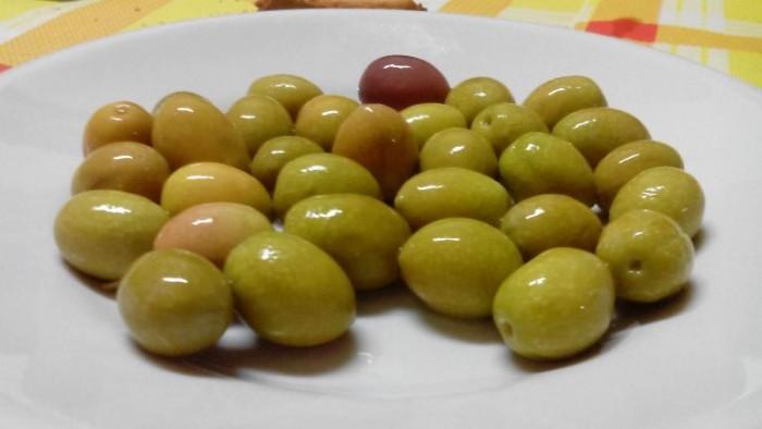 Osteria Il Cerriglio, per iniziare le olive in acqua e sale
