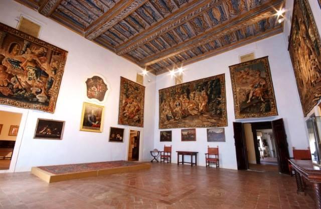 Palazzo Piersanti, sala degli arazzi