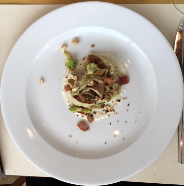 Pappardelle di farina di castagne, broccolo romanesco, su fonduta di pecorino